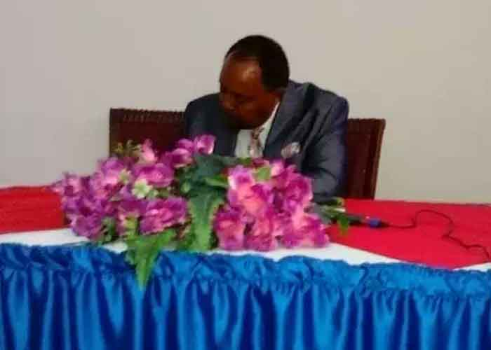 Prof. Fikre Tolossa signing his new book in Dire Dawa, 11th Aug. 2016.