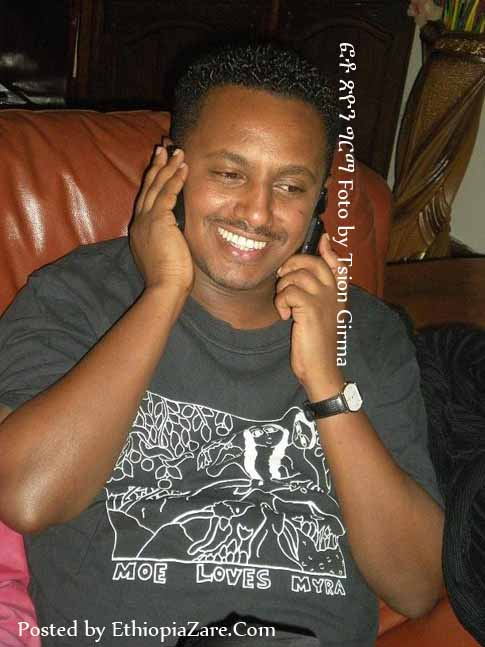 Talking with 2 mobiles, after one hour of his release እቤቱ ከገባ ከአንድ ሰዓት በኋላ በሁለት ሞባይል ስልክ ሲያወራ